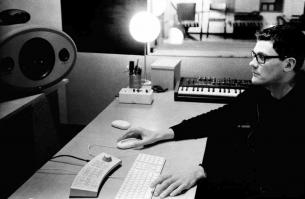 Músico, compositor y productor, el uruguayo Juan Campodónico es el genio detrás de discos de artistas como Jorge Drexler, No Te Va Gustar y Cuarteto de Nos.