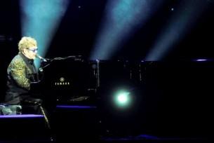 Elton John dio un concierto para el recuerdo en el Court Central del Yacht y Golf Club del Paraguay.