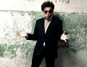 Prolífico como pocos, bohemio y provocador, Andrés Calamaro se ha convertido en el músico de rock que más desafía las riendas del género de la canción en el rock argentino de las últimas décadas.