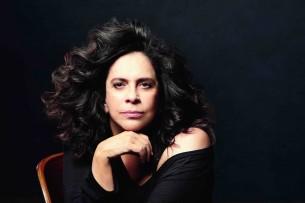 La legendaria cantante brasileña Gal Costa se presentó por tercera vez en Paraguay en una cena show donde brilló en virtuosismo, pese a la frialdad del público.