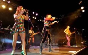 En el décimo aniversario de la agrupación, Miranda! se presentó en Asunción en la madrugada del sábado 3. La noche de electropop asuncena reverdeció en Kandi con hits, bailes, luces, desprejuicio y mucha diversión.
