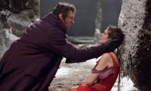 El clásico de Víctor Hugo es llevado a la pantalla grande en un musical cargado de romance, drama y heroísmo.