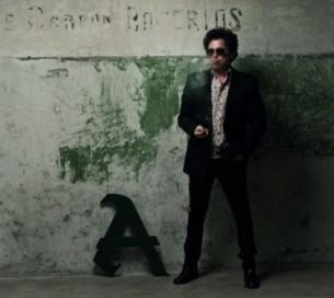De la oscuridad a la luz, de la crudeza al color, en los últimos años el músico argentino Andrés Calamaro dejó plasmada su marca en el rock argentino.