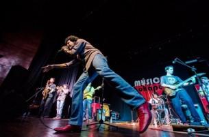 """En busca de """"agitar"""" la escena local, La Santísima Groove edita su primer disco."""