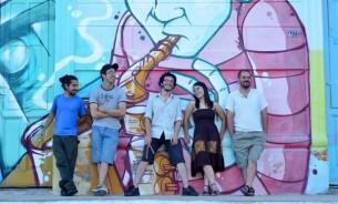 No son todos morenos, y ni siquiera son seis. Pero ellos son 6Morocho, una banda que fusiona el rock con el folclore.