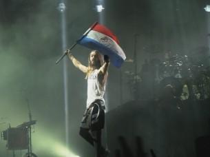 30 Seconds to Mars no se dejó decaer y dio a sus fans una noche a los saltos. Melodías, ritmos y fiesta al aire libre.