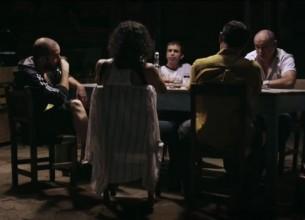 El cine paraguayo sigue su curso con Luna de cigarras: una historia sobre el narcotráfico, que no muestra el narcotráfico. Un tono de humor oscuro, que no siempre hace reír.