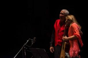Tras completar el circuito de 20 países latinoamericano, la guitarrista clásica Berta Rojas regresa a su tierra cargada de esperanza.