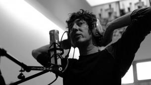 Entrevista: Entre rimas consonantes y melodías perfectas, el vocalista de El Cuarteto de Nos nos presenta su aspecto más intimista.