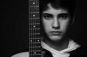 Entrevista: Con 18 años, prepara diez canciones con las que busca crear un público. El joven Acho Laterza presenta el proyecto musical con el que se juega la vida.