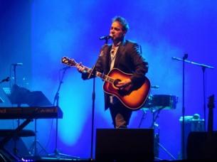 Con seis discos de estudio y el sello indiscutible de Los Fabulosos Cádillacs, Vicentico brilló con sus éxitos en la noche del sábado en la Conmebol.