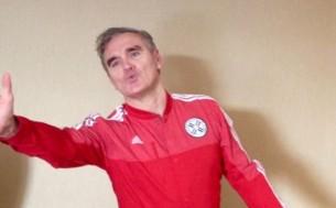 Morrissey dejó un rato la tranquilidad de su hotel para escaparse -solo- a conocer Asunción.