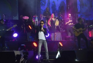 El Rey de la Salsa se apoderó del Jockey durante casi dos horas de show en Paraguay.