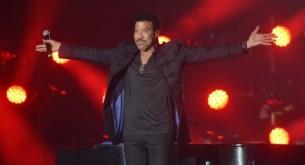 Lionel Richie (66) llenó de emoción y mucha energía en su primer concierto en Paraguay.