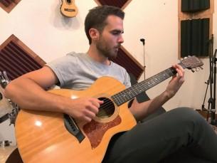 A casi cinco años de su debut musical, el cantante Iván Zavala presenta los nuevos sonidos que lo definen.