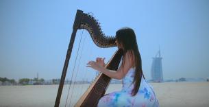 Luz Verón, como tantos compatriotas en el mundo, lleva las melodías paraguayas al otro lado del charco.