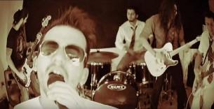 La banda de rock local Ovejas Negras presenta al mundo su primer álbum. Rock desfachatado y sin complejos hecho en Paraguay.