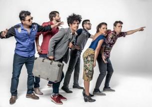 La agrupación colombiana Puerto Candelaria regresó para abrir su gira sudamericana 'Amor fingido Tour'.