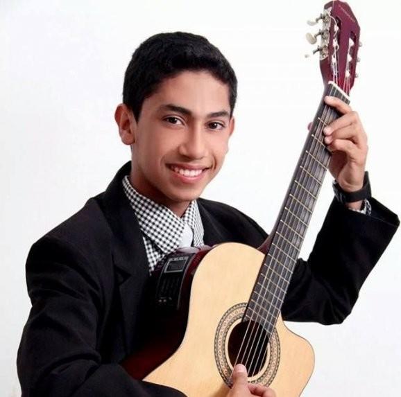 El cantante paraguayo Joel Sandino
