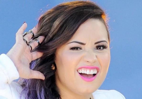 Esta es la cara que pondría la estrella juvenil Demi Lovato si le dedicaran alguna de estas canciones.